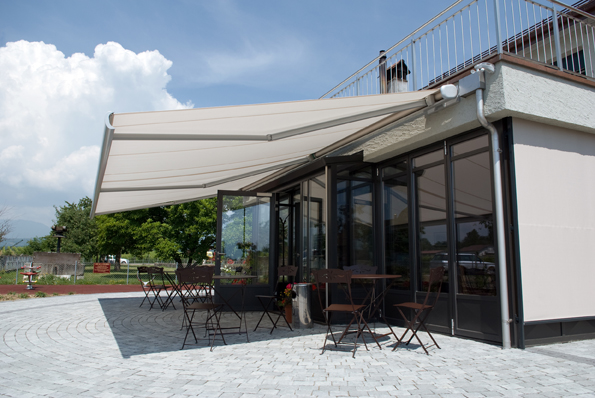 Stobag Resobox Tenda da sole a bracci a snodo con cassonetto. Max 18m.